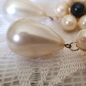 Vintage Jewelry - Vintage Pearl & Onyx Flowers Clip Earrings